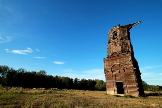 Бельское. Падающая колокольня. Фото