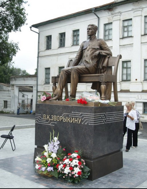 Муром - памятник Зворыкину